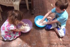 Kids+mixing+play+snow_p